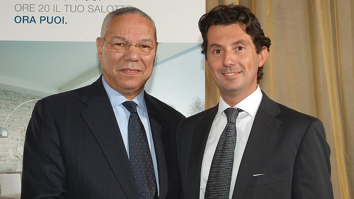 Con Colin Powell Segretario di Stato degli USA